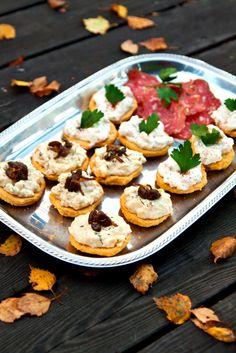 Kikärtspoletter med skagen- och gubbröra ~ Glutenfree chickpea plates with two kind of toppings