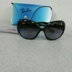 Rayban Jackie Ohh II Black Jackie Oh II Ray ban Sunglasses. Has scratch on  lens c25e9a7c07b6