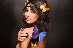 Sesja zdjęciowa z motylami. Klasyczna czerń zawsze w modzie;) #butterfly #beautiful #girl #women #semilac #akademiasemilac #nail #artnail