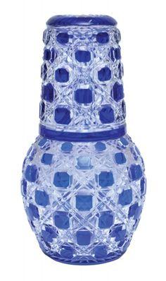 """Verre D'eau, em cristal francês, """"Baccarat"""", overlay, do séc. XIX em double azul e branco, com lapidação dita """"confete"""". Alt. 23cm. Base R$ 300,00"""