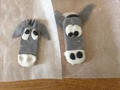 Donkey biscuits using ready-to-roll icing and Rich Tea finger biscuits. brilliant for Palm Sunday crafts. Sunday School Lessons, Sunday School Crafts, Activities For Kids, Crafts For Kids, Rich Tea, Easter Cross, Palm Sunday, Holy Week, Bible For Kids
