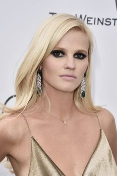 Get Lara Stone's statement smoky eyes with this product.