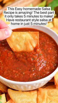 Fresh Salsa Recipe, Fresh Tomato Recipes, Fresh Tomato Salsa, Roasted Salsa Recipe, Tomato Juice, Easy Homemade Salsa, Homemade Tortilla Chips, Homemade Tortillas, Homemade Mexican Salsa