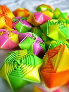 Tons of other origami as well. Origami Maniacs: Easy Straw Stars