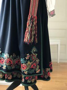 Vakker eldre Øst Telemark bunad komplett med endel sølv | FINN.no Scandinavian, Costumes, Folklore, Norway, Threading, Dress Up Clothes, Fancy Dress, Men's Costumes, Suits