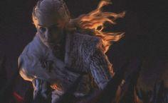 The dead are already here Game Of Thrones Funny, Game Of Thrones Art, Deanerys Targaryen, The Mother Of Dragons, Emilia Clarke Daenerys Targaryen, Got Dragons, Game Of Trones, Valar Morghulis, Khaleesi