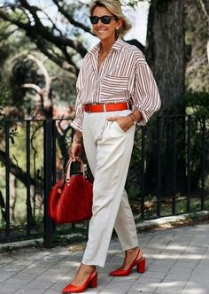 The Best Fashion Ideas For Women Over 60 - Fashion Trends Over 60 Fashion, Mature Fashion, Over 50 Womens Fashion, Fashion Over 50, Look Fashion, Fashion Outfits, Fashion Trends, Fashion Boots, 50 Style