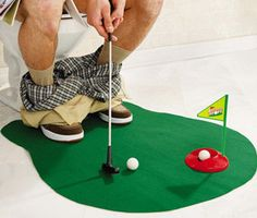 Potty Putter, toilet golf game ,novel mini golf toys,which lets you practice your putting while going to the bathroom. Golf 1, Play Golf, Disc Golf, Humour Golf, Cadeau Golf, Mini Golf Games, Useless Inventions, Golf Mats, Ideas