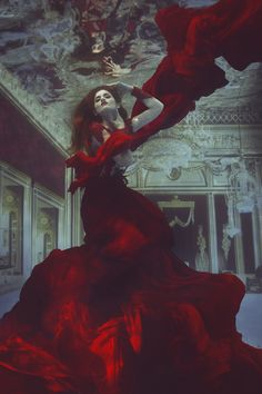 "The Blood Oracle (by Jvdas Berra) [underwater photography] [red dress] Mexico´s Next Top Model Underwater Contest Winner ""Elsa""n♛ ♛~✿Ophelia Ryan ✿~♛ Underwater Art, Underwater Photography, Art Photography, Fashion Photography, Underwater Model, Street Photography, Landscape Photography, Underwater Photoshoot, Underwater Animals"