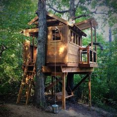 Natural State Tree houses: Hinton Family Tree house with skylight, net climber, porch swing, and zip line Wood Playground, Tree House Plans, Cool Tree Houses, Tree House Designs, Pallet House, Tree Tops, In The Tree, Log Homes, Backyard Patio