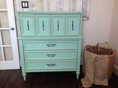 I mixed Annie Sloan's old white, duck egg and Antibes green to get this pretty mint green color! Pallet Furniture Sofa, Metal Patio Furniture, Basement Furniture, Furniture Ads, Diy Furniture Projects, Unique Furniture, Cheap Furniture, Furniture Makeover, Furniture Refinishing