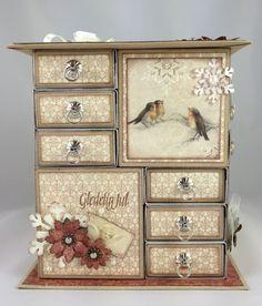 Bilderesultat for håndtak+fyrstikkeske kalender Advent Calendars, Paper Beads Tutorial, Diy Furniture Tutorials, Jewelry Box Makeover, Matchbox Crafts, Wood Artwork, Decoupage Box, Paper Crafts, Kid Ink