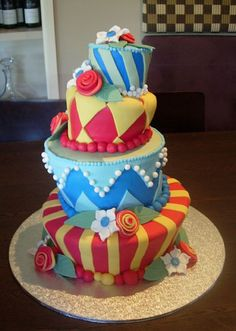Fun Topsy Turvy Cake!  I want to learn how to make these :]