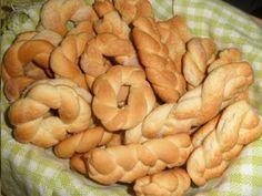 Receita de Rosquinha de Nata - Tudo Gostoso Portuguese Desserts, Portuguese Recipes, Appetizer Recipes, Snack Recipes, Dessert Recipes, Beef Recipes, Cookie Recipes, Biscuits, Super Cookies