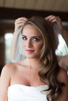 Wedding Hairstyles: Glamourous Side Swept Waves Tutorials on Bridal Musings  http://bridalmusings.com/2013/09/wedding-hairstyles-side-swept-waves-tutorial/  peinados de novia