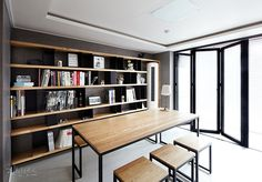 가을이니까… 서재 인테리어 LOOK BOOK : 네이버 매거진캐스트 Space Interiors, Office Interiors, Apartment Interior, Living Room Interior, Stair Bookshelf, Bookshelves, Interior Concept, Interior Design, Home And Living