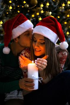 The Magic of Christmas Never Ends and it's Greatest Gifts Are Family and Friends. Family Christmas Pictures, Christmas Couple, Xmas, Cute Couple Pictures, Love Photos, Mode Poster, Christmas Feeling, Christmas Photography, Couple Photography Poses