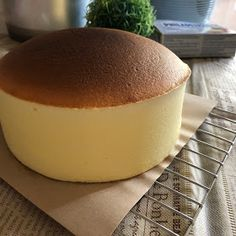 My Mind Patch: Japanese Velvety Cheesecake 日式轻乳酪蛋糕 Japanese Cotton Cheesecake, Japanese Cheesecake Recipes, No Bake Desserts, Dessert Recipes, Persimmon Recipes, Asian Cake, Japanese Cake, Sponge Cake Recipes, Smooth Face