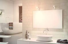 Domus Linen peiliin tai sen taakse kiinnitettävä, kromattu ja lämpimällä valkoisella valolla varustettu IP44 Opps -valo led-lampuilla (energialuokka A++). Helppo asentaa. #domusline #opps #led #valo #valaistus #kylpyhuone #sisustus #decoration #home #koti #bathroom #design #lamppu #light #yritysmyynti #seinajoki