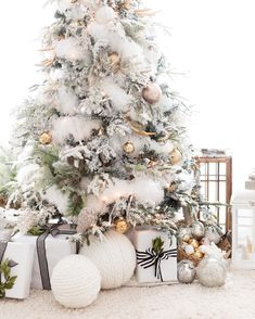 White Christmas Tree: 10 Inspiring Ideas how to decorate your tree for Christmas christmas lollipop decorations, diy projects christmas, diy christmas decorations pallets Christmas Tree: 10 Inspiring Ideas how to decorate your tree for Christmas Decoration Christmas, Noel Christmas, Rustic Christmas, Winter Christmas, Holiday Decor, Vintage Christmas, White Christmas Trees, Christmas Tree Feathers, Christmas Tree Inspo