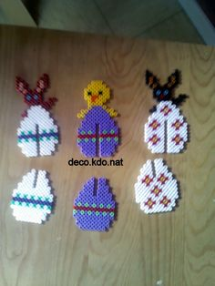 Hama bead Easter eggs that can stand up as decorations Påskepynt med perler Mini Hama Beads, 3d Perler Bead, Fuse Beads, Hama Perler, Melty Bead Patterns, Hama Beads Patterns, Beading Patterns, Crafts To Do, Bead Crafts