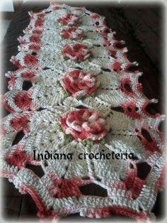 Lindíssimo caminho de mesa!  Instagram Indiana_crocheteria  Página no Facebook indianacrocheteria @indianacrocheemgeral
