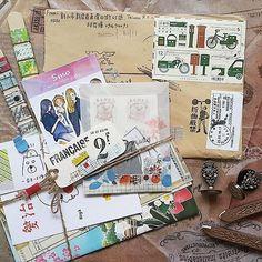收到了 @helloyayahihi 的大礼包。老天对我太厚爱了, 笔友对我太宠爱了 , 和我分享了好东西, 还有台湾一百二十周年的纪念邮票。。。激动中。。。 Received the owesome package filled with love. ✉ #快乐信箱 #笔友 #邮寄思念 #写真在中 #邮票 #penpal #postage #postalservice #postbox #writemoreletters