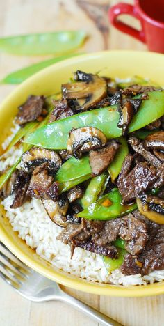 Asian Beef with Mushrooms & Snow Peas in a homemade Asian sauce – delish and easy-to-make! Tender mushrooms, crisp snow peas, and thinly sliced sirloin steak strips sautéed in garlic. #Asian_food #Asian_recipe