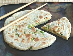 Chinese Scallion Pancakes: These #vegan #glutenfree pancakes are a perfect accompaniment for Sunday brunch, to sop up some rich Onion Gravy with your next nut roast or veggie burger, or all on their own as a snack. #recipe