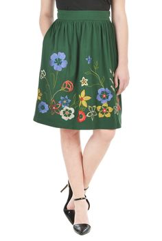 Embellished florals bring sweet charm to our cotton knit skirt in a flattering ruched pleat style.