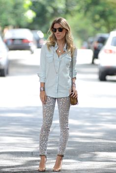 Meu Look: Jeans Leopard Meu Look Jeans Camisa Jeans Denim Top, Denim Shirt, Passion For Fashion, Love Fashion, Womens Fashion, Leopard Print Pants, Print Denim, Cute Outfits, Summer Outfits