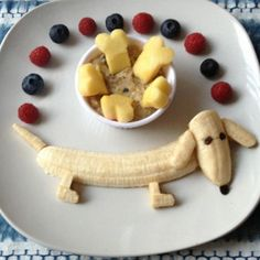 Baka med banan! Här får du tips på fyra skojiga bakverk med banan. Läs och inspireras till din egen bakning.