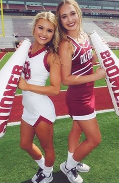 See more Oklahoma cheerleaders HERE Cheerleader Images, Cheerleading Pictures, Football Cheerleaders, College Cheerleading, Cheerleading Uniforms, College Football, Ou Football, Cheer Team Pictures, Cheer Poses