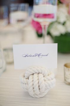 Nautical knot place card holder