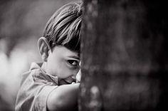 foto natural de menino brincando, book infantil, fotografias criancas bh, children outdoor photoshoot by juliana gonzaga, lifestyle photography, fotografia do cotidiano por juliana gonzaga