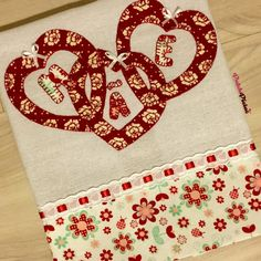 Pano De Prato em Patchapliqué Sewing Appliques, Applique Patterns, Dish Towels, Tea Towels, Dress Shirts For Women, Diy And Crafts, Patches, Dish Towel Crafts, Blue Towels