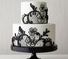 cake with lace motif