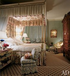 Mario Buatta died Prince of Chintz Interior Design English Country Style Interior Design Traditional tribute American Icon Legend Beautiful Bedrooms, Beautiful Interiors, Romantic Bedrooms, Mario Buatta, Second Empire, Country Style Homes, Guest Bedrooms, Small Bedrooms, Architectural Digest