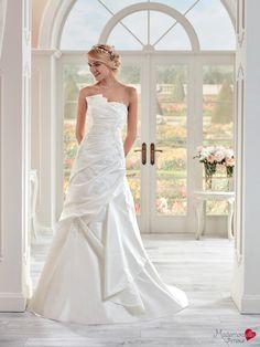 Robe de mariée Mlle Diane, robe de mariée sobre, robe de mariage jupe bouillonée…