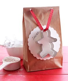 food gift, gingerbread men cookies, cute gift bag with cookie cutter on ribbon idea, recipe included-with other gift tips
