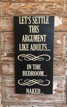 Let's Settle This Argument Like Adults. In The Bedroom… Naked… Wood Sign Laten we dit argument als volwassenen beslechten. In de slaapkamer … Naakt … Houten bord … Funny Wood Signs, Diy Wood Signs, Rustic Wood Signs, Pallet Signs, Country Wood Signs, Pallet Art, Country Decor, Rustic Decor, Bedroom Signs