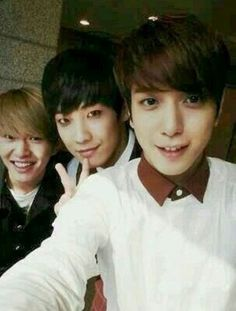 SHINee's Onew, MBLAQ's Lee Joon with CNBlue's Yonghwa