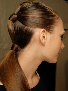 The classic style gets a major upgrade with these 20 incredibly chic ponytail hairstyles. Perfect Ponytail, Sleek Ponytail, Double Ponytail, Vintage Ponytail, Ponytail Wrap, Ponytail Ideas, Pony Hairstyles, Pretty Hairstyles, Fast Hairstyles