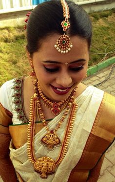 South Indian bride in bridal temple jewellery
