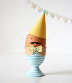 卵にペイントしてカラーペーパーでアレンジ♪ イースターやホームパーティーでも活躍しそう!