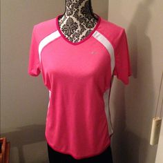 Nike athletic top Nike pink & white athletic top. Great for going to the gym, dance, aerobics, playing tennis. Size XL Nike Tops Tees - Short Sleeve