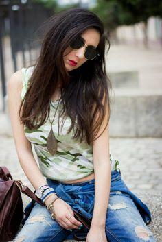Patti de Shoes and Basics con un look Army muy cómodo en el que lleva nuestra pulsera Santander para completar su outfit de hoy, que os parece?? Consíguela en: www.marbcnshop.com/es/pulseras/140-pulsera-santander-dorada.html