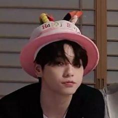 Kpop Aesthetic, Kpop Groups, K Idols, Pretty Boys, Memes, Boy Bands, Cute, Profile Pics, Bts Boys