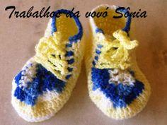 Trabalhos da vovó Sônia: Sapatinho de bebê amarelo e azul - botinha - croch...