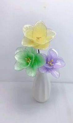 Diy Crafts Hacks, Diy Crafts For Gifts, Diy Home Crafts, Creative Crafts, Fun Crafts, Paper Crafts, Paper Flowers Craft, Flower Crafts, Paper Flower Tutorial